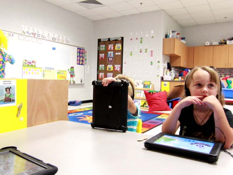 east hardin elementary students learning with their tablet